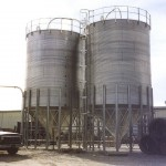 Bolted corrugated silos